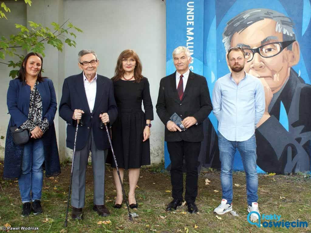 Mural przedstawiający Mariana Turskiego pojawił się na ogrodzeniu Międzynarodowego Domu Spotkań Młodzieży w Oświęcimiu.